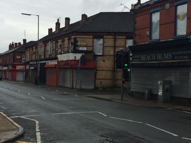 Portas fechadas em plena tarde de terça: Anfield é um bairro-fantasma